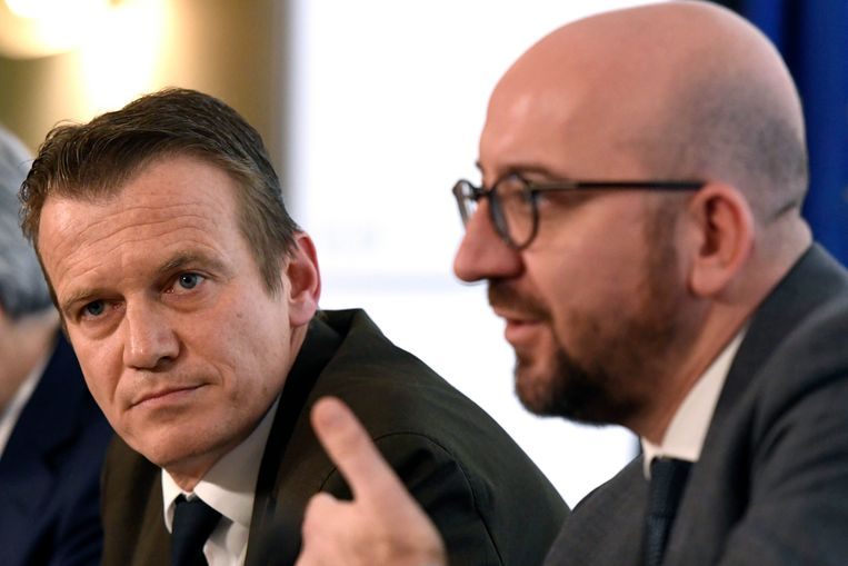 OCAD-directeur Paul van Tigchelt en premier Charles Michel tijdens de persconferentie van de Nationale Veiligheidsraad vandaag.