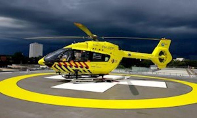 De nieuwe Lifeliner 5, traumahelikopter speciaal ingericht voor patiënten besmet met het coronavirus.