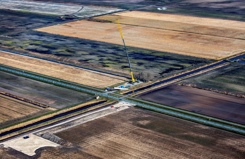 Op de plek in Drenthe waar een rij windturbines moet komen, wordt onderzoek gedaan naar radioruis die de Lofar-telescoop zou kunnen storen. Beeld Raymond Rutting / de Volkskrant