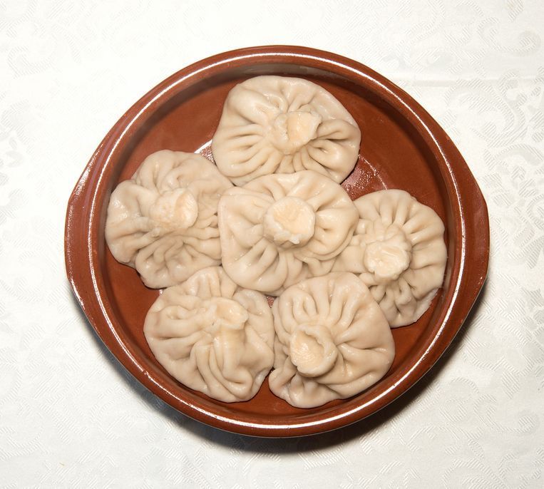 Chinkali Khinkali: deegbuideltjes gevuld met vet en vochtig gehakt en de bouillon die daar bij het koken uit vrijkomt. Beeld Els Zweerink