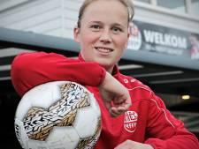 Michelle Hendriks, prof in een gebroken lichaam bij Nooit Gedacht: 'Blij dat ik nog kan voetballen'