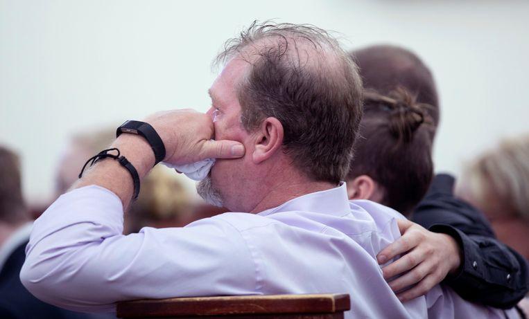 Tim Jones, de vader van Timothy, in tranen tijdens het proces van zijn zoon.
