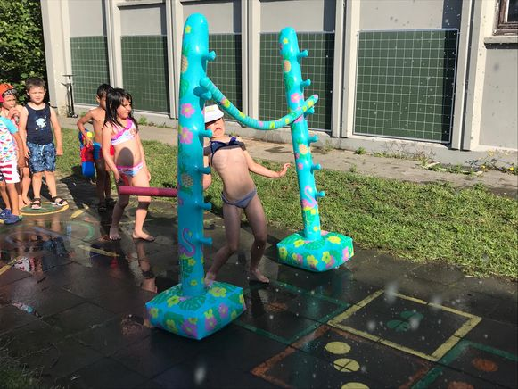 Waterspelletjes op basisschool De Rozen.