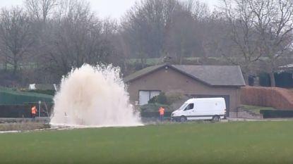 VIDEO: Brusselstraat afgesloten door waterlek