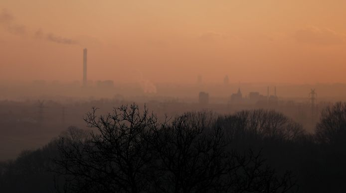 Boven het industriegebied van het Poolse Bedzin bij Katowice hing ook vandaag weer een deken van smog.