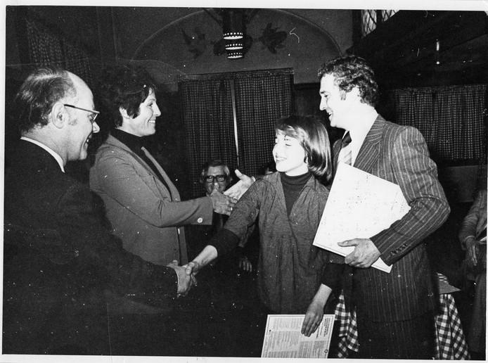 Door een optreden in Eén van de acht bij Mies Bouwman kreeg het koor nationale bekendheid. Rechts Gerard Strootman en soliste Liesbeth Strootman.