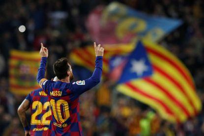 Weergaloze Messi laat Camp Nou daveren met geniale vrije trap en briljante assist