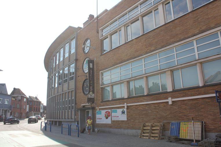 Het nu leegstaande gebouw aan het Vredeplein.