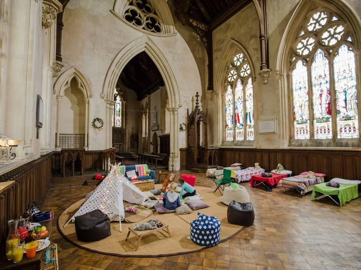 Nieuwe trend: kamperen in de kerk