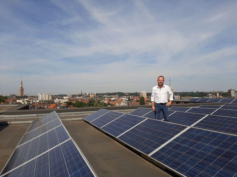 Schepen David Dessers (Groen) beseft dat de stad Leuven het goede voorbeeld moet geven als het over energiebesparende ingrepen gaat en maakt budget vrij om die ambitie te realiseren.