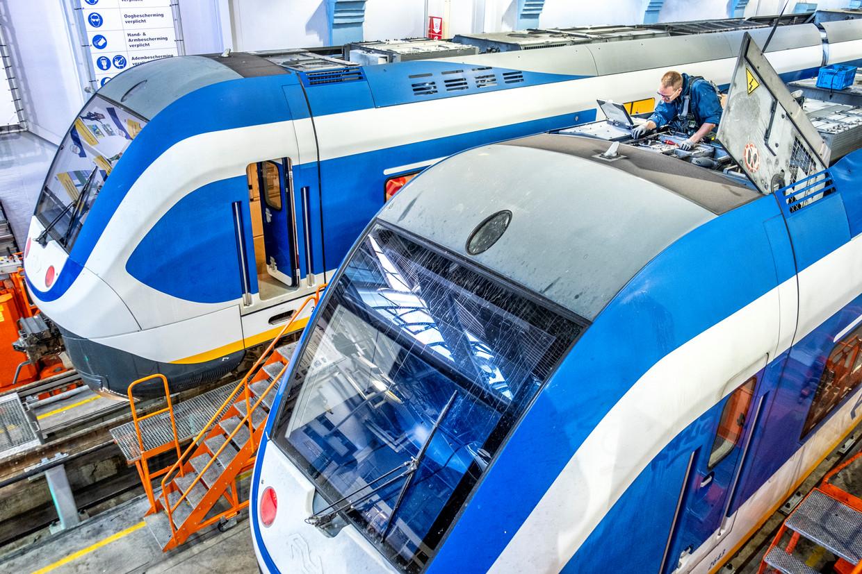 Onderhoud aan NS-treinen in Leidschendam. Beeld Raymond Rutting / de Volkskrant
