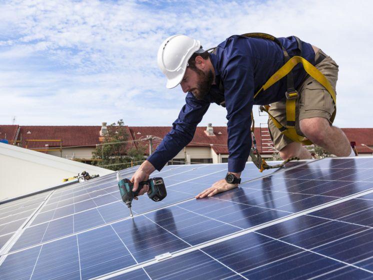 Geen terugdraaiende teller voor eigenaars zonnepanelen: wat zijn de gevolgen? En is het nu nog interessant om zonnepanelen te plaatsen?