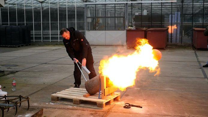 Hagenaars kregen afgelopen zaterdag instructies in het Gelderse Hattem hoe ze kunnen carbidschieten.