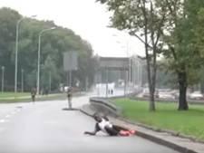 Keniaanse atlete stort neer en moet bijna 3 minuten wachten op hulp