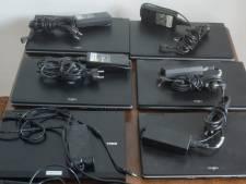 Rotterdamse docent koopt laptops en leent ze uit aan zijn leerlingen