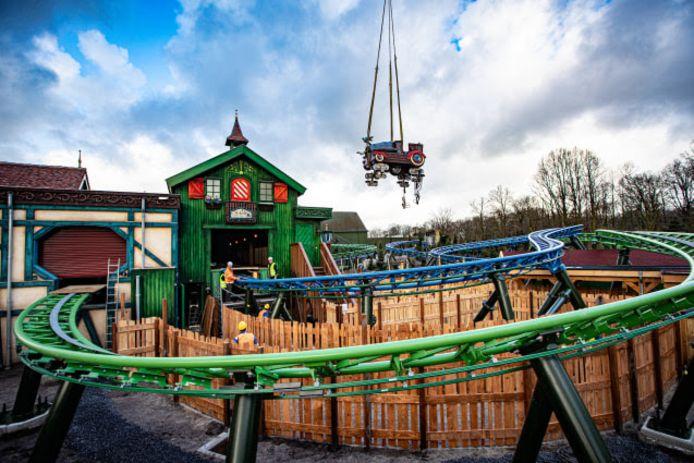 In maart werd nog druk gewerkt aan de nieuwe achtbaan.
