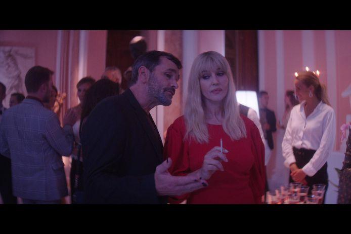 Koen De Bouw met Monica Bellucci op de set van de internationale film 'The Man Who Sold His Skin'.