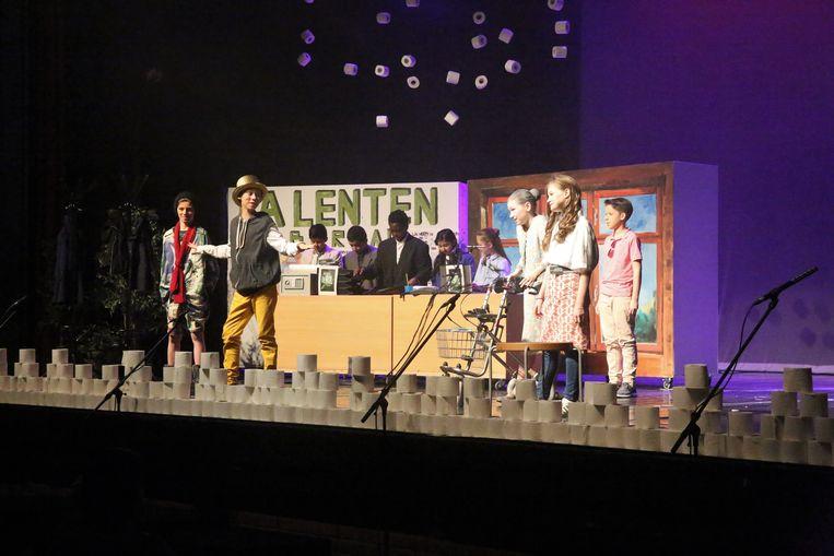 De leerlingen van basisschool De Springveer voerden opnieuw een musical op in de Meent.