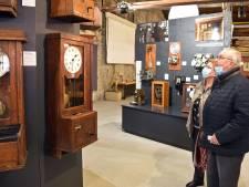 Zoals het klokje op het werk prikt.... unieke expositie van ruim 30 prikklokken in Sas van Gent
