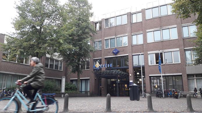 Politiebureau Paardenveld aan de Kroonstraat in Utrecht is ook open in de nachtelijke uren. De inzet van beveiligers in de nacht om het bureau open te houden behoort na de zomer mogelijk tot het verleden.