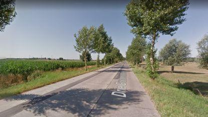 Aanhangwagen slaat los: auto aangereden en bestuurster (51) in levensgevaar