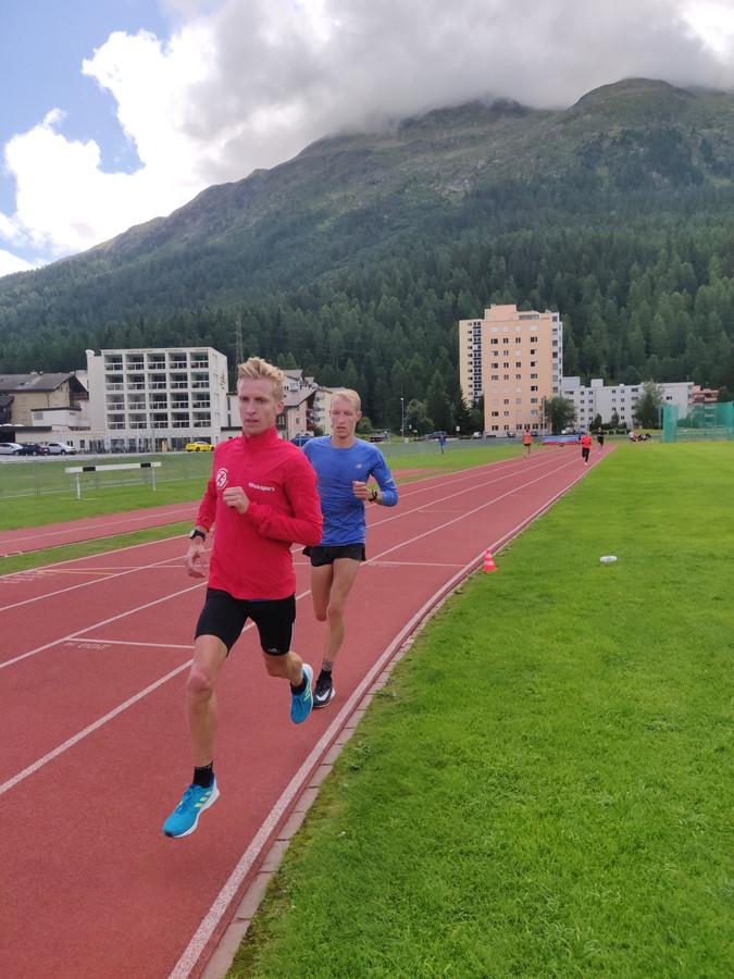 Frank Futselaar (voorgrond) in actie tijdens een baantraining in het Zwitserse Sankt Moritz.