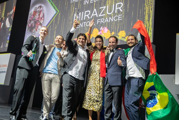 De winnaar van The World's Best Restaurant  en The Best Restaurant in Europa  is Mirazur,  in Menton, Frankrijk. Mauro Colagreco staat in het midden met het witte overhemd.