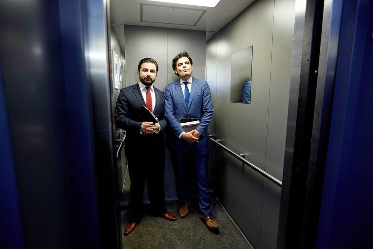 Tunahan Kuzu en Selçuk Öztürk verlieten met heibel de PvdA en gingen samen verder in de Kamer.  Beeld ANP / MARTIJN BEEKMAN