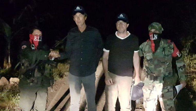 Derk Bolt en cameraman Eugenio Follender vlak na hun vrijlating. Beeld epa
