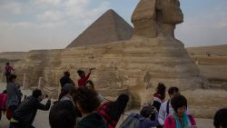 """Explosie treft toeristenbus in Caïro: """"Minstens 17 gewonden"""""""
