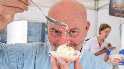 """Piet Huysentruyt verkoopt 1.000 cupcakes tegen Alzheimer in ziekenhuis AZ Groeninge: """"We waarderen het"""""""