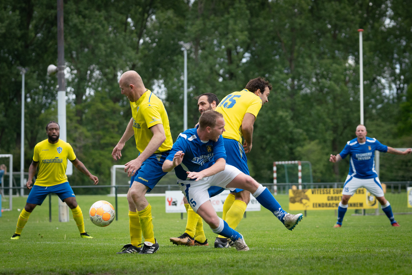 Eendracht en SC Veluwezoom stonden in mei nog tegenover elkaar in de vierde klasse D.