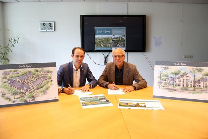 Ontwikkelaar Erik Veerman (Radix & Veerman BV) en burgemeester Victor Molkenboer ondertekenen de overeenkomst voor de woningbouw op Mauritshof