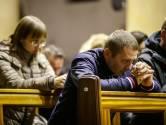 Katholieke mis verbindt Poolse gemeenschap in West-Brabant: geen rollators, maar buggy's in het kerkpad