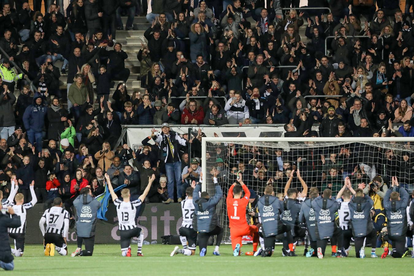 Heracles doet met succes een beroep op supporters om seizoenkaarten te verlengen.