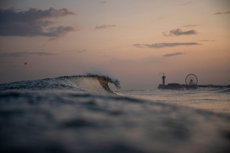 Ten minste twaalf studenten uit Rotterdam die meededen aan een besloten beachvolleybaltoernooi in Scheveningen zijn besmet zijn met het coronavirus. Beeld Getty Images/EyeEm