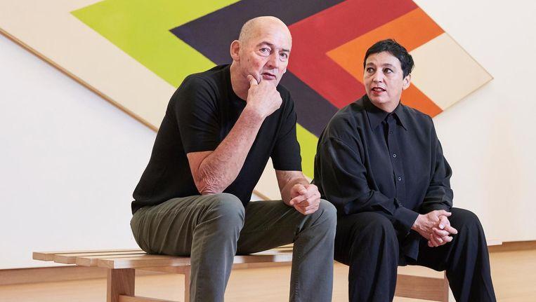 Beatrix Ruf twee jaar geleden in het Stedelijk, met naast zich architect Rem Koolhaas, een van de ondertekenaars van de steunbetuiging voor Ruf in Het Parool. Beeld Hilde Harshagen