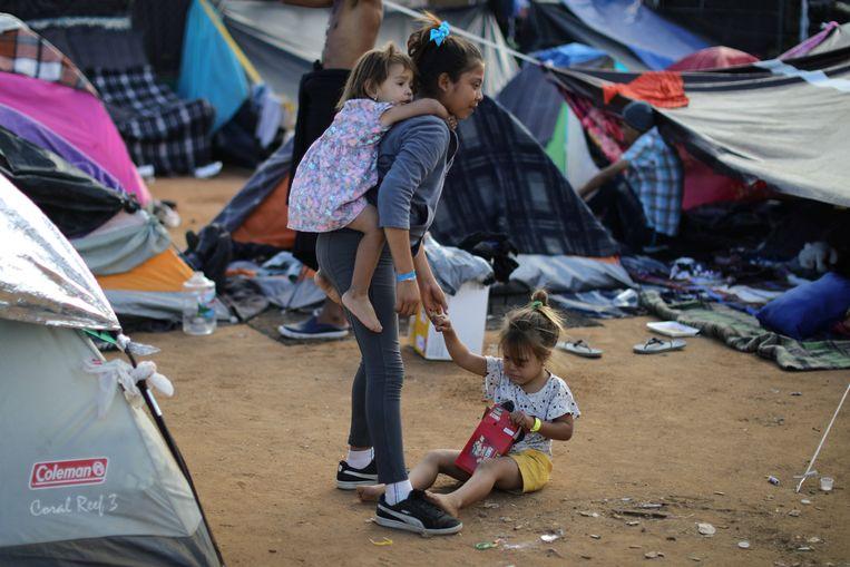Momenteel proberen duizenden migranten uit Midden-Amerikaanse landen asiel aan te vragen in de VS.