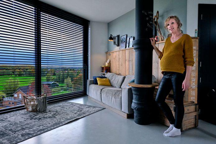 """De hoogzwangere Arianne de Jong woont met haar man Lennart en twee jonge kinderen in de watertoren van Nieuw-Lekkerland. ,,Alles in dit huis is zelf gemaakt."""""""