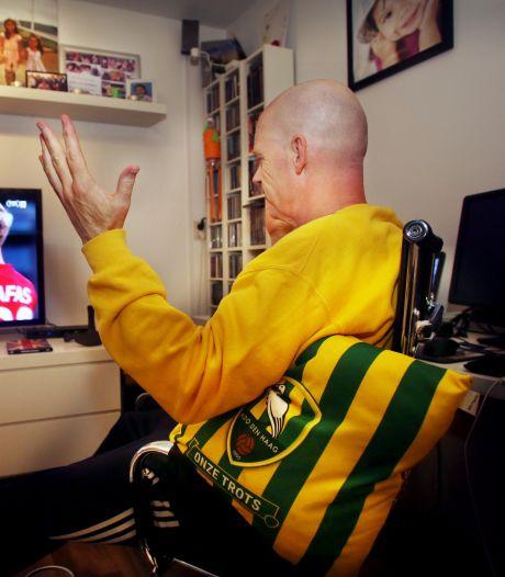 Moederziel alleen kijkt ADO-fan Jacco van Leeuwen nu naar zijn cluppie: 'Vinden het echt een drama'