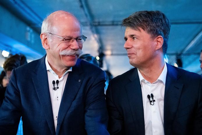 BMW's CEO Harald Krüger (rechts op de foto) en CEO Dieter Zetsche van Daimler konden het vanochtend goed met elkaar vinden op de gezamenlijke persconferentie in Berlijn.