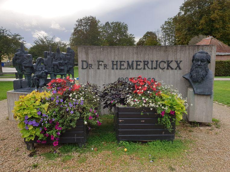Het monument voor Dr. Hemerijckx op het Dr. Hemerijckxplein in Ninove.