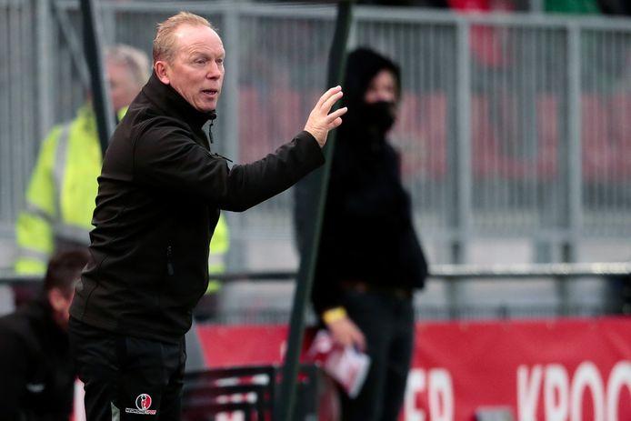 Helmond Sport-trainer Wil Boessen keert maandag weer terug op de bank bij Helmond Sport.