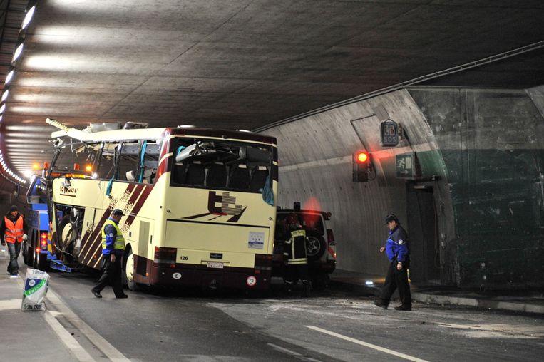 Bij de botsing tegen de betonnen muur in een tunnel vielen 28 doden: 22 kinderen, de 2 chauffeurs en 4 begeleiders. 24 kinderen raakten gewond.