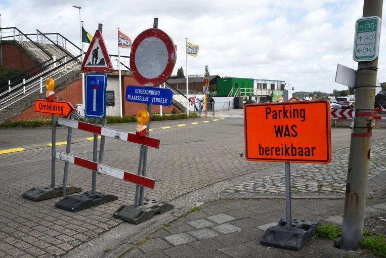 Opmerkelijk verkeersbord: kan je hier parkeren of niet?