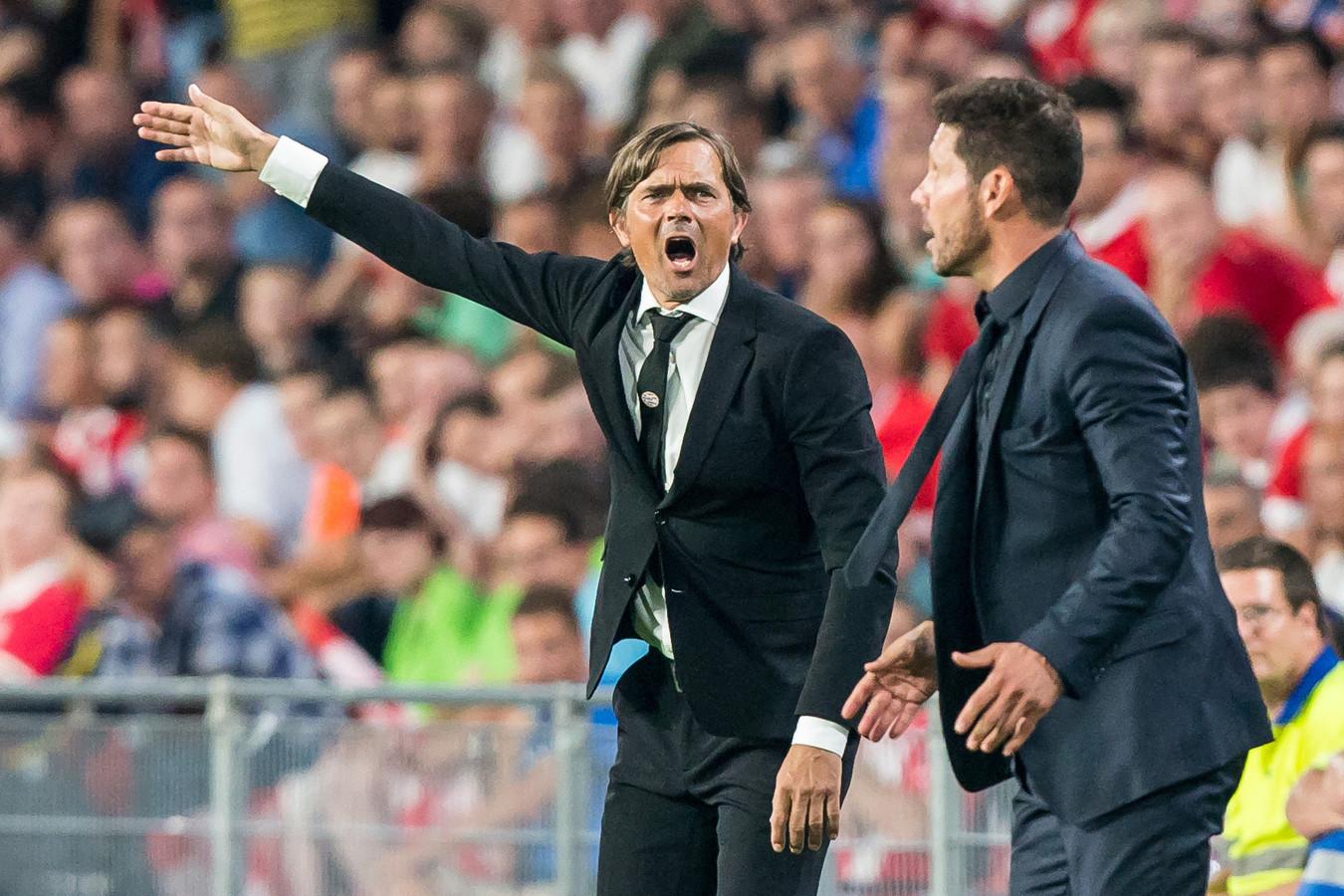 Phillip Cocu met zijn collega-trainer coach Diego Simeone (rechts).