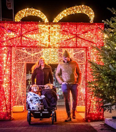 Dordrecht pakt uit: verlicht kerstcadeau siert de binnenstad