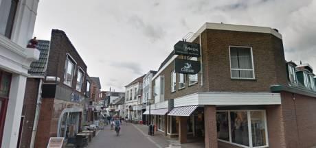 Groene neushoorn kondigt nieuwe winkel van Boekhandel Broekhuis in Oldenzaal aan