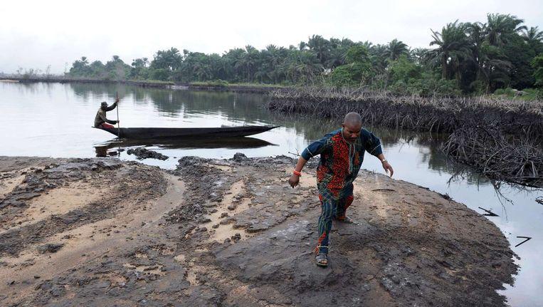 De door de olie vervuilde Niger Delta bij het dorp Bodo in Nigeria. Beeld afp
