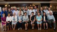 80-jarigen vieren feest bij Mieke Pap
